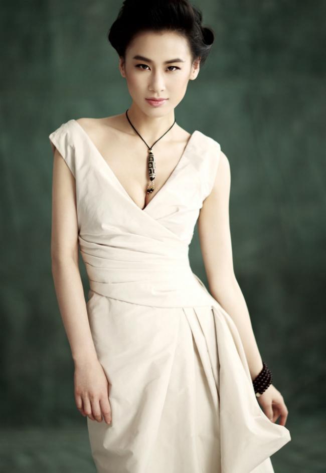 Sinh năm 1983, Huỳnh Thánh Y sở hữu vẻ đẹp quyến rũ, gợi cảm.