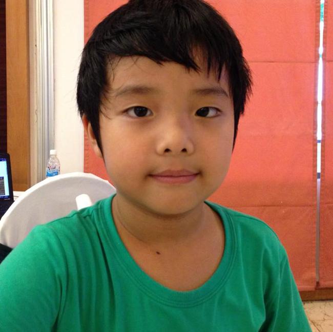 Cậu con trai 'hot boy' - bé Gia Bảo -của MC Thảo Vân và danh hài Công Lý năm nay đã được 7 tuổi. Bé đẹp trai, hiếu động, thông minh và khuôn mặt giống mẹ nhiều nét.