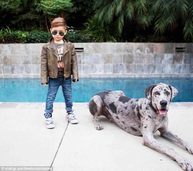 Alonso Mateo, 5 tuổi, dường như là em bé ăn mặc hợp thời trang nhất thế giới từ trước tới nay.