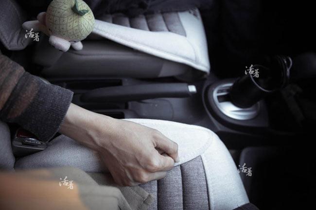 Zhang bắt đầu tự lái xe để quay lại cuộc sống bình thường. Thường khi lái xe, Zhang cầm vô lăng bằng một tay, tay kia nắm tay Peas. Sau khi khởi động xe, chàng trai trẻ vô thức đưa tay sang chiếc ghế bên cạnh, nhưng kết quả chỉ là không khí. Zhang suy sụp và lại không thể lái xe.