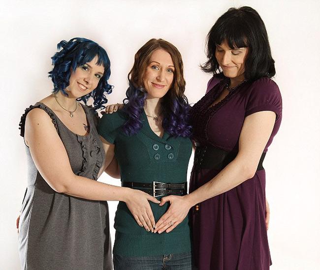 Hiện tại, 'gia đình 3 người' này đang chờ đón cô con gái đầu lòng sẽ chào đời vào tháng 7 sắp tới.