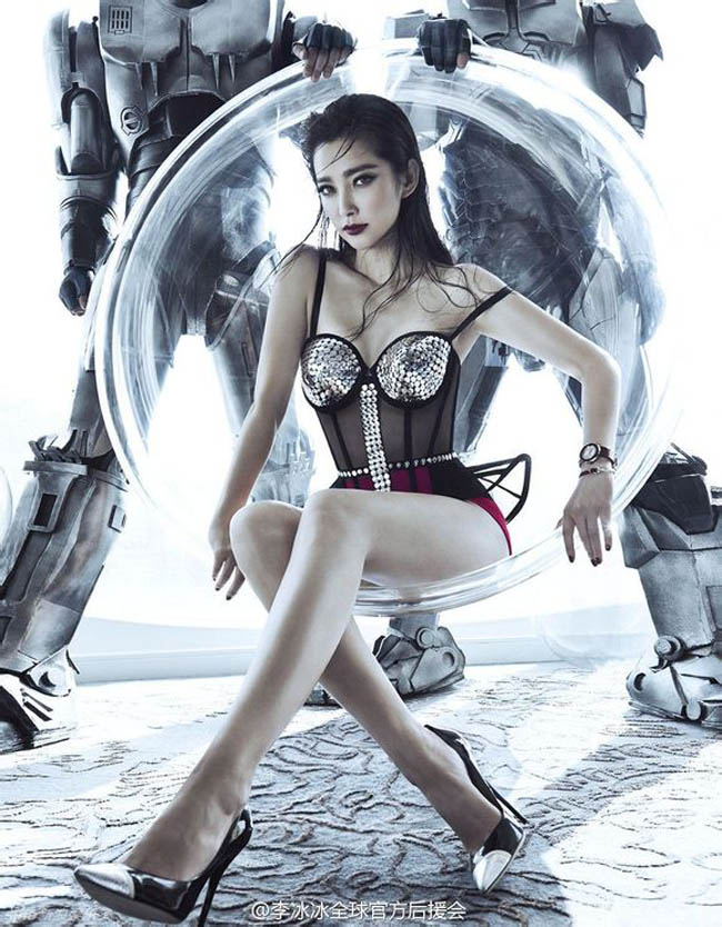 Lần đầu tiên, người đẹp Lý Băng Băng phá lệ, xuất hiện trên tạp chí dành cho phái mạnh với những khuôn hình cực kỳ gợi cảm.