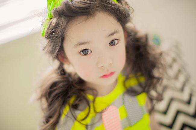 Mới 6 tuổi nhưng Park Hyo Je đã là mẫu nhí được rất nhiều người yêu thích và đắt show quảng cáo. Cô bé sớm bước chân vào làng người mẫu bởi vẻ ngoài xinh xắn đáng yêu và đặc biệt là lối diễn xuất tự nhiên khi đối diện trước ống kính.