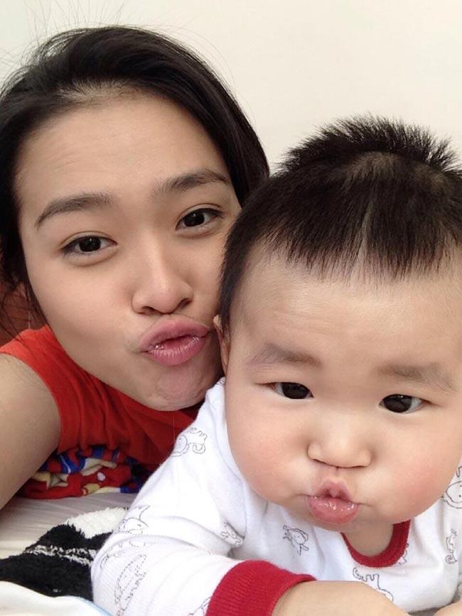 Cuộc sống sau khi kết hôn của Diệp Bảo Ngọc ít được cô tiết lộ, mãi đến khi cậu bé Kid (tên thật Nguyễn Minh Khang) chào đời vào ngày 9/3, khán giả mới biết thêm về cuộc sống của đôi vợ chồng nghệ sĩ này.