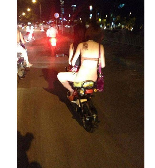 Cô gái chỉ mặc nội y, ngồi xe máy từng gây xôn xao cư dân mạng.