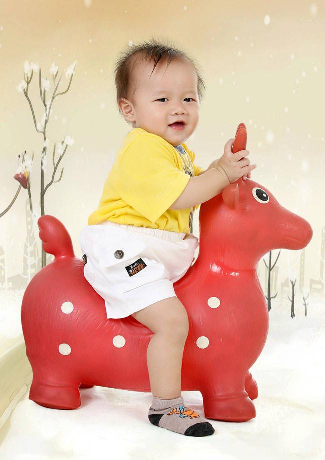 Còn đây là bé Bảo Thiên, sinh ngày 27-08-2012