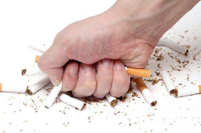 Nếu 2 vợ chồng bạn đang lên kế hoạch cho việc có em bé, tốt nhất hãy giúp ông xã bỏ thuốc lá, máy tính xách tay vì đây là một trong những nguyên nhân khiến chất lượng tinh trùng kém. Ngoài ra, còn có một số yếu tố từ môi trường cũng như những sản phẩm sử dụng hàng ngày có thể làm yếu các con giống như thực phẩm đóng hộp, dầu gội, stress...