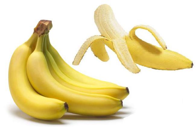 """Chuối  Đây là một trong những loại quả đầu tiên mẹ thường nghĩ đến khi cho bé ăn dặm, bởi mùi vị thơm ngon và rất dễ ăn của nó. Ngoài ra, chuối còn giàu dinh dưỡng với hàm lượng lớn vitamin B6, C, B2 và Kali rất tốt cho bé. Nhiều mẹ còn cho rằng chuối an toàn cho trẻ vì nó không chứa thuốc bảo vệ thực vật, thuốc kích thích tăng trưởng,…  Thế nhưng, sự thật là để """"làm màu"""" cho loại quả này, người ta thường ngâm tẩm và """"dấm"""" chuối bằng amoniac hay sulfur dioxide để vỏ chín vàng, đẹp. Sulfur dioxide khi vào cơ thể có thể gây hại cho hệ thần kinh, ảnh hưởng đến chức năng gan và thận của bé. Vì thế, mẹ nên cẩn thận khi chọn mua chuối cho con."""