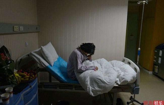 Cô bắt đầu phải đối mặt với những đau đớn hậu phẫu.
