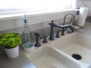 Nhà đẹp - Mách chị em lau bồn rửa nhanh mà sáng bóng