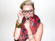 Váy áo kỳ cục khiến các phụ huynh sợ hãi vì Miley Cyrus