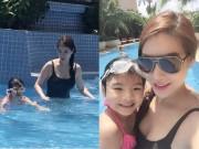 Làng sao - Trương Ngọc Ánh khoe đường cong dạy con gái bơi