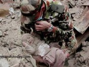 Bé 4 tháng sống sót kỳ diệu sau 22 tiếng chôn vùi ở Nepal