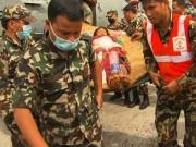 Thảm họa động đất Nepal: Bác sĩ dùng nắm đấm cứu người
