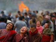 Rơi nước mắt trước những lễ tang tập thể ở Nepal