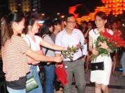 Eva Yêu - Màn tỏ tình với 99 bông hồng tại cầu tàu tình yêu