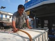 Tin tức - Người công an chở nước sạch miễn phí cho dân