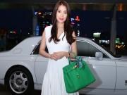 Làng sao - Trương Ngọc Ánh đi xe sang, xách túi trăm triệu ở sân bay