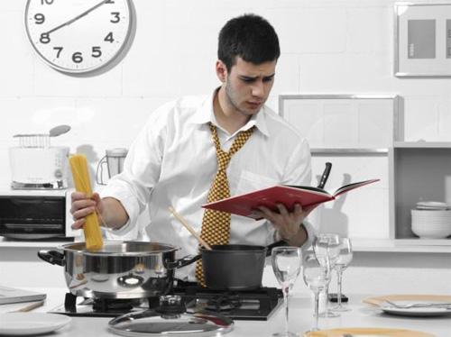 Một chàng trai thích đun nấu luôn yêu đời lạc quan