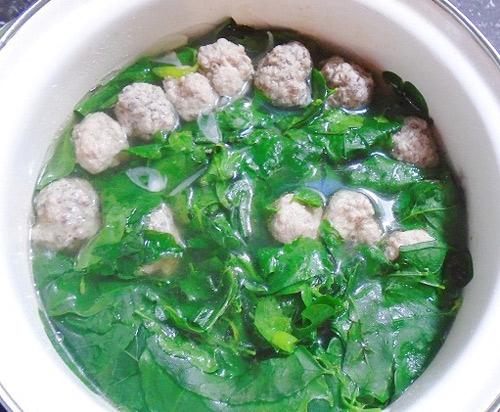 Canh rau ngót nấu thịt băm món ăn giải nhiệt cho mùa hè oi bức