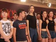 Thời trang - VNTM 2015: Thí sinh nữ cao gần 2 mét được ưu ái đặc biệt