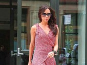Làng sao - Victoria Beckham xuống phố như trình diễn catwalk