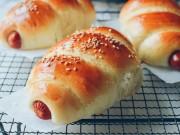 Bếp Eva - Bánh mì cuộn xúc xích nướng hấp dẫn