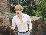 Làng sao - Nathan Lee tái mặt vì bị khủng long rượt đuổi