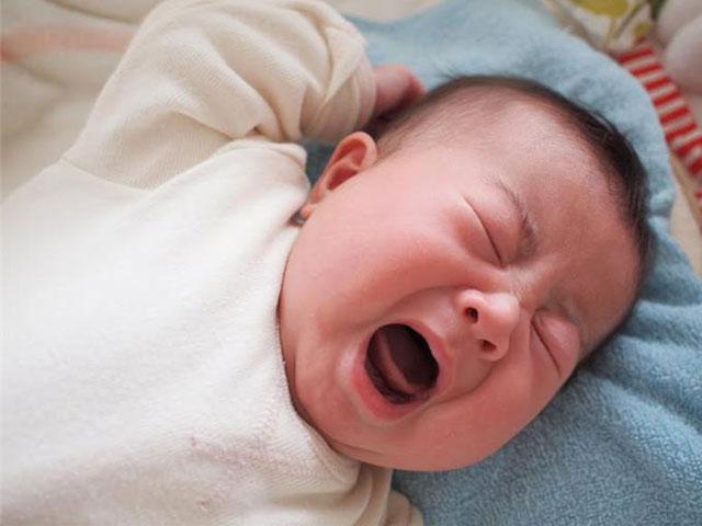10 mẹo hữu ích dỗ trẻ sơ sinh nín khóc ngay lập tức