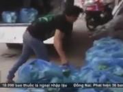 Lật tẩy đường dây tuồn rau bẩn vào siêu thị