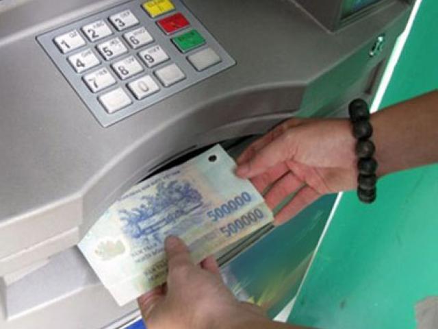 Phải làm gì khi tiền trong thẻ ATM tự bốc hơi?