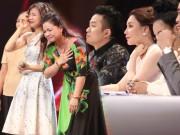 Làng sao - Cô bé 16 tuổi nức nở khi bất ngờ gặp mẹ trên sân khấu X-Factor