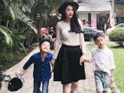 Làng sao - Con trai Hà Hồ và Quế Vân đi chơi cùng nhau ở Hà Nội
