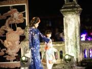 Xem & Đọc - Hà Linh mặc áo dài xuyên thấu ở Festival Huế