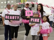 HH Kelly Trang Trần dẫn con đi bộ gây quỹ chống ung thư vú