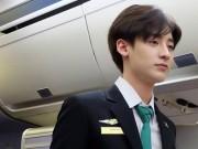 Vẻ đẹp không góc chết của mỹ nam bị nhầm là tiếp viên Vietnam Airlines