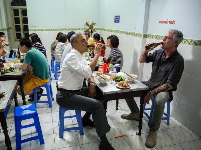 Người ăn bún chả Hà Nội cùng Tổng thống Mỹ là ai?