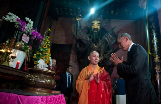 Kết quả hình ảnh cho obama thăm chùa ngọc hoàng
