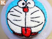 Bếp Eva - Làm bánh kem hình chú mèo Doremon cho bé
