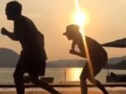 Clip Eva - Victoria Beckham nhảy múa dưới ánh nắng hoàng hôn