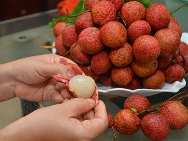 Cách cho con ăn quả vải để lấy tối đa chất bổ ít mẹ biết