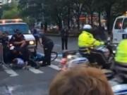 Video: Người lái xe đạp suýt đâm vào đoàn xe của Obama