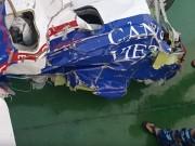 Tin tức - Đưa mảnh vỡ máy bay CASA 212 về đất liền