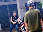 Clip Eva - Video: Thanh niên ngáo đá cầm mã tấu hăm dọa cảnh sát