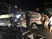 Tin tức - Va chạm với xe cứu thương, 10 người thương vong