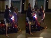 Tin tức - Vợ dùng mũ bảo hiểm đánh chồng mặc con khóc thét giữa phố