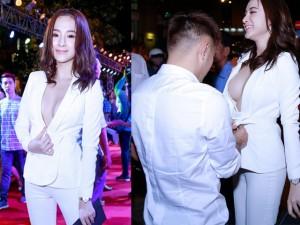 Sao Việt cứng hơn trứng xử lý tai nạn váy áo ngay trước đám đông khán giả