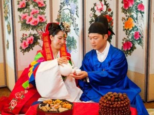 Cay đắng phận nàng dâu lấy chồng Hàn Quốc, muốn có con cũng phải thụ tinh