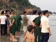 Tin tức - Chụp ảnh kỷ yếu, 2 nam sinh lớp 12 bị sóng biển cuốn mất tích
