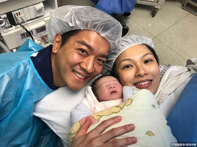 Ngôi sao 24/7: Sinh khó, Thiên kim tiểu thư Hongkong dùng máy hút để sinh con